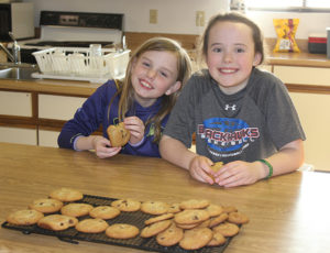 London Metzger and Hope Baysinger share what they learned about making chocolate chip cookies with club members.